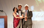 Dr. Sanjiv Chopra receiving the special recognition award from Drs Sunita & Brian Pereira, New England Trustees